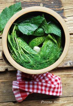 Ogórki małosolne z liśćmi czarnej porzeczki - Pyszna kuchnia