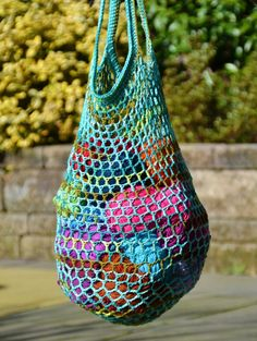 """New Cheap Bags. The location where building and construction meets style, beaded crochet is the act of using beads to decorate crocheted products. """"Crochet"""" is derived fro Bag Crochet, Crochet Market Bag, Diy Crochet And Knitting, Crochet Cross, Crochet Purses, Crochet Hats, Diy Bags Purses, Produce Bags, Poncho"""