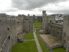 I must make time to visit Caernarfon Castle - whenever I'm working in Caernarfon I want to be on holiday and look explore!