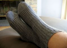 Sock Knitting Tutorial and a thermal textured socks pattern