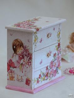 61 Best ideas for painted furniture kids shabby chic Painting Kids Furniture, Decoupage Furniture, Painting On Wood, Painted Furniture, Furniture Design, Decoupage Vintage, Decoupage Box, Shabby Chic Crafts, Altered Boxes
