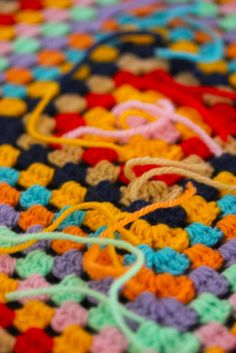 Ever wondered why you should bother 'weaving in your ends'? Sarah London shares the why and the how for weaving in your ends via this link. Crochet Motifs, Crochet Squares, Knit Or Crochet, Crochet Granny, Learn To Crochet, Crochet Crafts, Crochet Stitches, Crochet Projects, Granny Squares