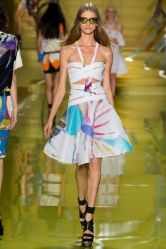 See the complete Versace Spring 2014 Ready-to-Wear collection.