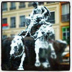 Fontaine de Bartholdi sous la neige - Place des Terraux