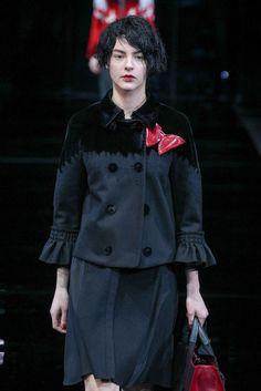 Emporio Armani Automne/Hiver 2015, Womenswear - Défilés (#21057) Emporio Armani, Catwalks, Women Wear, Winter, Style, Fashion, Fall Winter 2015, Jackets, Fashion Ideas