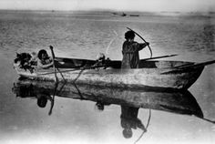 Alacaluf Indian children row their boat off Tierra del Fuego. American Spirit, Dugout Canoe, Australian Aboriginals, Melbourne Museum, National Geographic Images, Arte Tribal, Patagonia, North And South America, Indian