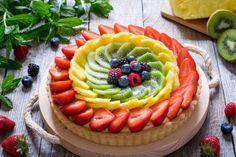 La crostata di frutta è un grande dolce classico, semplice da replicare a casa e adatto per compleanni e ricorrenze. Non serviranno ingredienti o utensili ...