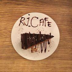 Chocolate Fudge Cake. . . . #chocolatefudgecake  #cake  #cakestagram  #dessert  #dessertlover  #dessertstagram  #patisserie  #food #cafe #cafehopping #rjcafe  #igers #igersmy #igersmalaysia http://w3food.com/ipost/1505682527213258177/?code=BTlQkfzDwXB