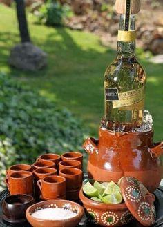 Hola Hermosa Comunidad! Les dejo esta decoracion de Mesas para Boda estilo Mexicana!! la verdad unas estan super lindas! 1 2 3 4 5 6 7 Estta idea de presentar el tequila me encanto!! Salud!! 8 Esta opcion es para la mesa de honor!