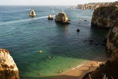 Bajo buena sombra en praia do Pinhão, Lagos - Las 50 mejores playas de Portugal