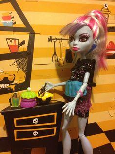 Abbey Bominable Monster High Monster High Abbey, Monster High Toys, Love Monster, Doll Houses, Savannah Chat, Birthday Gifts, Rocks, Princess, Stuff Stuff