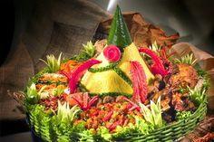 Catering tumpeng (021) 92147352: Nasi tumpeng vegetarian B Food, Indonesian Cuisine, Asian Recipes, Catering, Tart, Food And Drink, Rice, Vegetarian, Yummy Food