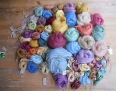 Fermentation dyeing, how to start… (.shades of lynx. Arts And Crafts, Diy Crafts, Yarn Thread, How To Dye Fabric, Rug Hooking, Fabric Painting, Fiber Art, Fabric Design, Crochet
