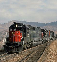 St. Louis Southwestern Railway (Cotton Belt), EMD SD45T-2 diesel Locomotive in Walong, California, USA