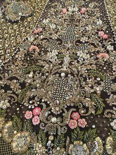 Trendy bridal saree with dupatta ideas Zardozi Embroidery, Tambour Embroidery, Hand Work Embroidery, Couture Embroidery, Gold Embroidery, Hand Embroidery Designs, Embroidery Patterns, Machine Embroidery, Pakistani Wedding Outfits