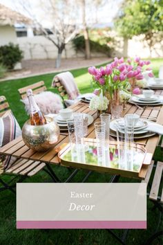 Easter Decor. Easter Tablescape. Easter Brunch. Easter at Home. Spring Tablescape. Spring Decor. Spring Table Settings. Centerpieces. Place Settings. Easter Brunch Menu, Brunch Bar, Brunch Buffet, Easter Dinner, Brunch Ideas, Easter Party, Brunch Recipes, Brunch Food, Party Recipes