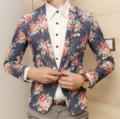 Kinda wish that the floral was the inside and the cream/white was on the blazer because I somewhat feel like it's too much floral but still.