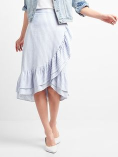 Shop an array of stylish women's skirts at Gap including denim skirts, midi skirts, and more. Our women's skirts feature classic and modern details you'll love. Skirt Fashion, Fashion Dresses, Women's Fashion, Style Board, Toddler Flower Girl Dresses, Bohemian Style Dresses, Smart Dress, African Print Dresses, Skirt Outfits