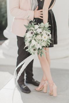 Anemone and greenery wedding bouquet | Photography: Annamarie Akins
