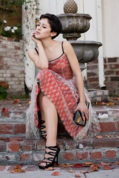 interesting dress...and i like her hair too.  karlascloset.blogspot.com