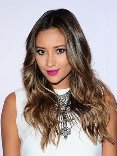 Get The Look: Shay Mitchell's Neon Lips And Ombre Wavy Hair At BeautyCon