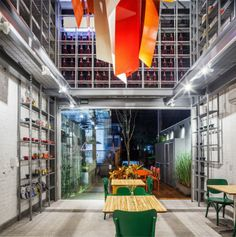 Restaurant Decor With Bright Colors