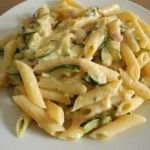 Penne con zucchine, mozzarella e prosciutto