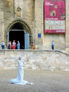 Mime in White #Avignon #Provence @PJAdams10