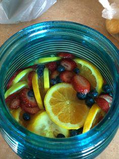 Summertime sangrias :) moscato/triple sec/ white cranberry juice/ ice / fruits White Cranberry Juice, Triple Sec, Sangria, Fruit Salad, Summertime, Desserts, Food, Tailgate Desserts, Fruit Salads
