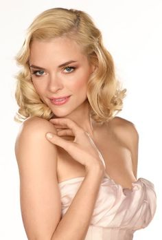 Picture: Jaime King in 'Hart of Dixie.' Pic is in a photo gallery for 'Hart of Dixie' featuring 20 pictures. Hart Of Dixie, Jamie King, Beauty Detox, Celebs, Celebrities, Role Models, Wedding Hairstyles, Elegant Hairstyles, Beautiful People