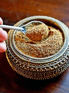 Moroccan Seven Spice Mix. A beautiful mixture of fresh ground spices that include black pepper ginger turmeric cinnamon cardamom clove and nutmeg. Homemade Spices, Homemade Seasonings, Spice Blends, Spice Mixes, Rub Recipes, Cooking Recipes, Smoker Recipes, Milk Recipes, Spice Rub