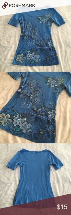 Vintage periwinkle ribbed tee w/ tropical print M Vintage Y2K Asian inspired koi fish printed top in periwinkle blue! 💙🐠 by Fang. This curve hugging ribbed tee is perfect for all your mall teen looks. Has tattoo style graphics with glitter effects that are still as vibrant as the day it was made. Omg such a stunning piece! Pair with some black satin pants or a velvet mini skirt for the look. Condition is great, tagged a L, fits a M best. #vintage #y2k #fashion #floral #tropical #print Fang…