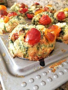 Lunchtrommel tip: varieer eens op de gewone boterham met kaas met deze goedgevulde hartige groentemuffins