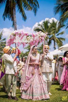 Love this Indian brides pink Anita Dongre wedding lehenga. Love this Indian bridal pink Anita Dongre wedding lehenga. Wedding Mandap, Desi Wedding, India Wedding, Wedding Ideas, Wedding Attire, Wedding Shoes, Royal Indian Wedding, Indian Wedding Bridesmaids, Bride Indian