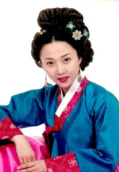 Ladies of the Palace (Hangul:여인천하) is a 2001 South Korean historical television series starringJeon In-hwaandKang Soo-yeon.  It aired onKBS2 for 150 episodes. Chung Nanjeong was aKorean politician and philosopher. She was a concubine and became the 2nd wife ofYun Won-hyung,Prime ministerand 13th KingMyeongjong's uncle. 기생소월향 김나운