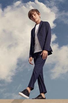 The BOSS Kidswear Spring/Summer 2019 collection # formal Casual Outfits boys The perfect looks for your Holidays Boys Casual Suits, Boys Dressy Outfits, Outfits Niños, Kids Suits, Teenage Boy Fashion, Young Boys Fashion, Kids Fashion, Kids Wedding Suits, Wedding Outfit For Boys