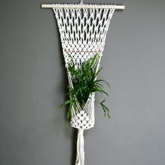 como fazer suporte para planta em macramê - tons crus naturais