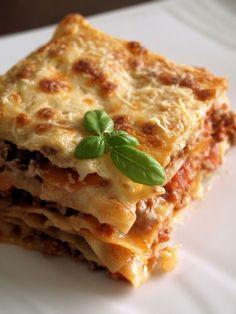 Lasagnes à la bolognaise; on ne sait pas d'où vient le bœuf mais purée ce que ça fait envie...