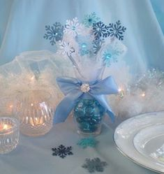 Exactly to my New Year's tablecloth with blue. Frozen snowflake centerpiece snowflakes and by DellaCartaDecor Frozen Themed Birthday Party, Disney Frozen Birthday, Frozen Party, Birthday Parties, Frozen Wedding Theme, Frozen Frozen, Frozen Movie, 3rd Birthday, Frozen Centerpieces
