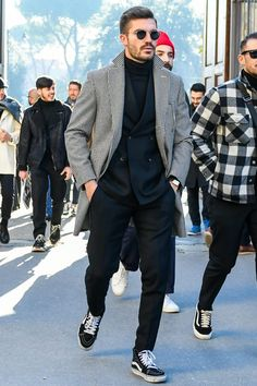 Discover the details that make the difference of the best streetstyle unique people with a lot of style Teen Boy Fashion, Mens Fashion, Guy Fashion, Winter Fashion, Foto Fashion, Street Fashion, Suits And Sneakers, Stylish Men, Casual Shirts For Men