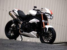 Triumph 1050 Speed Triple Evo1 by Zone rouge