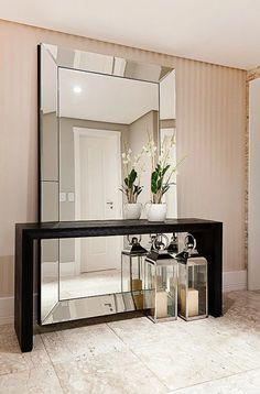 Para aqueles que desejam dar um toque especial em sua decoração, osquadros com moldura espelhadasão uma ferramenta contemporânea que desempenham essa função