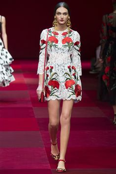 Dolce & Gabbana ready-to-wear spring/summer gallery - Vogue Australia Fashion Week, Look Fashion, Runway Fashion, High Fashion, Fashion Show, Fashion Trends, Milan Fashion, Dolce & Gabbana, Floral Fashion