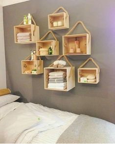 Most Pinned DIY Storage and Decoration Ideas 2020 DIY Projects When you're looking for DIY storage ideas, you'll find that you have a lot of options. It's possible to build your own shelves, or you can pick out wh. Cute Home Decor, Easy Home Decor, Home Decor Bedroom, Diy Room Decor, Pallet Furniture, Furniture Making, Rustic Furniture, Living Furniture, Furniture Market