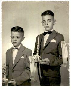 Caio Fernando Abreu aos 7 anos, ao lado do irmão José