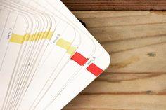 Desde el año 2010 vengo haciendo esta visualización sobre mis agendas. Si me fue muy bien en el día marco la hoja con una raya amarilla, si me fue normal la marco con naranja y si me fue muy mal la marco con rojo. Lo bueno es que al final del año puedo ver qué tan bueno o malo estuvo el año; y lo mejor, es que puedo ir  a cada día y entender qué pasó. #data #dataviz #infoviz #infographics #infographic #infografia #easydataviz #hmvtk #joseduarte #informationdesign