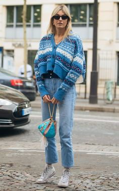 Street style star Camille Charriere wearing a Fairisle knit in October Streetwear Mode, Streetwear Fashion, Sweaters Outfits, Star Fashion, Fashion Outfits, Camille Charriere, Winter Stil, Inspiration Mode, Everyday Fashion