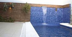 Escolha coerente de materiais e ambientação externa criam piscinas espetaculares para a casa - Casa e Decoração - UOL Mulher