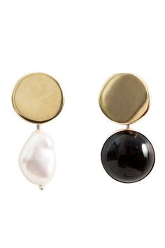 These earrings double as wearable art. They're handmade in Seattle with black onyx and keshi pearls, and the mismatched design calls attention in all the right ways. Cool Style, My Style, Whimsical Wedding, Pearl Drop Earrings, Keshi Pearls, Black Onyx, Wedding Trends, Handbag Accessories, Wearable Art