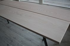 Lene Orvik - Bord lavet af planker fra Dinesen og stel fra Hay!